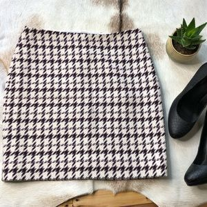 WHBM tweed houndstooth mini skirt. Red gray cream